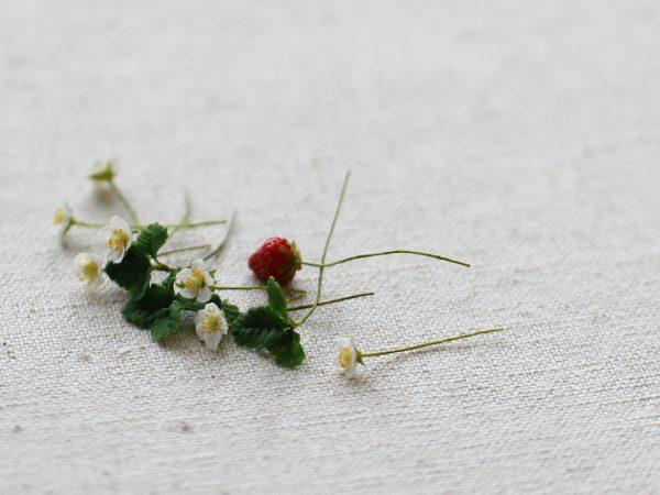 クレイフラワー ミニチュア イチゴ 花
