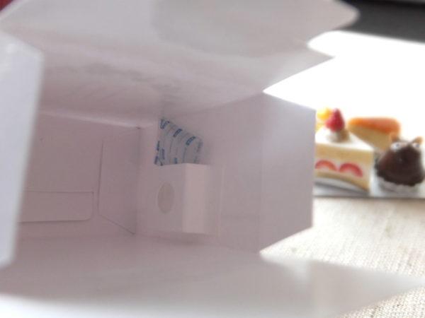 ミニチュア 保冷剤は箱の中のポケットへ