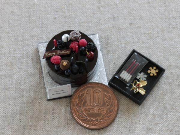3、チョコレートケーキ  (キャンドル、雪の結晶、ひいらぎ付き)